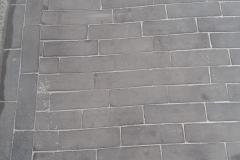 detail kleiklinkers met zand opgeveegd