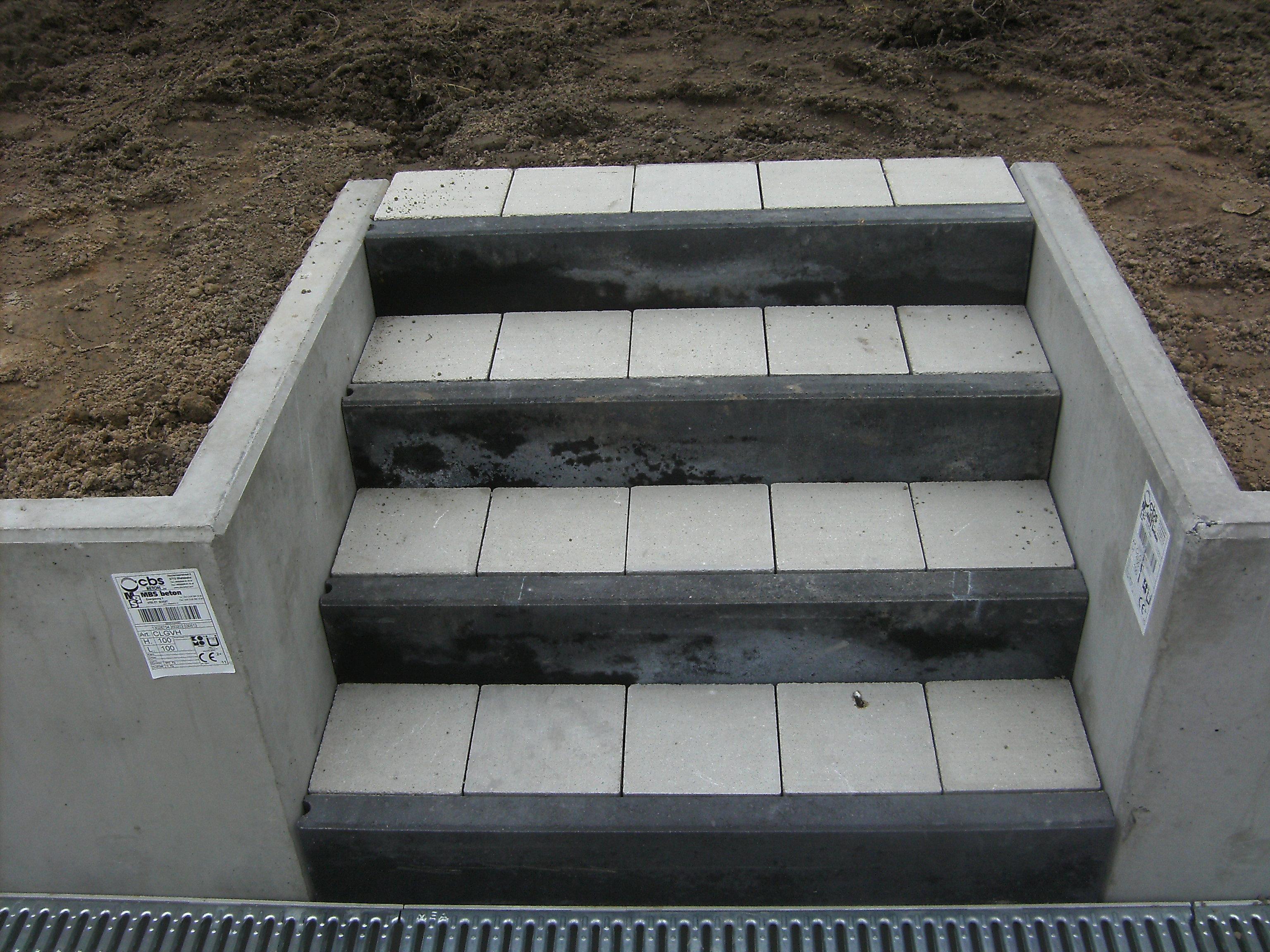 terras betonklinkers keerwanden trap
