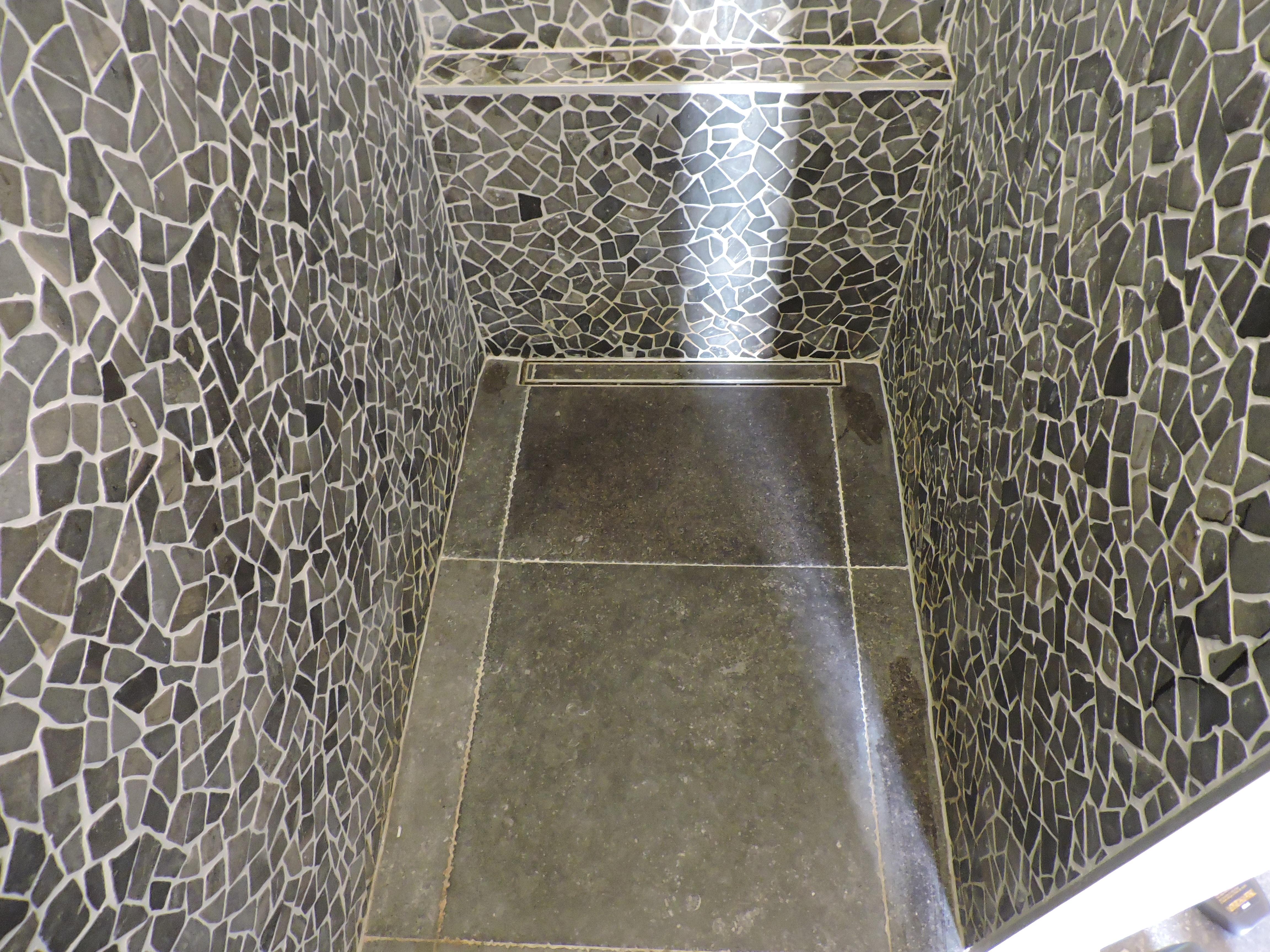 Luxe inloopdouchewanden badkamermeubels ontwerpen